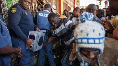 Violences xénophobes en Afrique du Sud: cinq personnes tuées à Johannesburg et 200 autres arrêtées