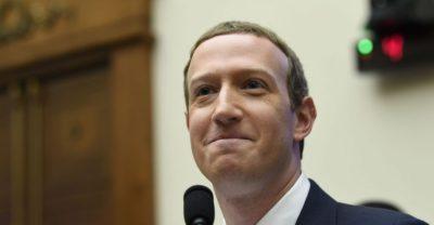 Facebook News, une offre de news avec Breitbart News, un artisan des fake news